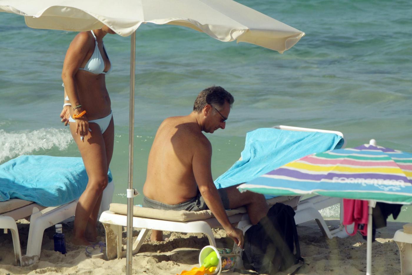 Paolo Bonolis a Formentera con la moglie Sonia ed il figlio04