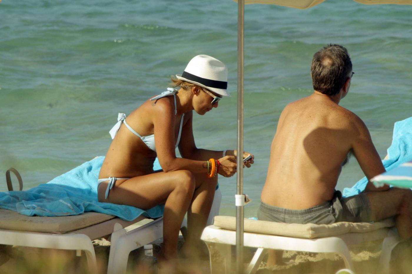 Paolo Bonolis a Formentera con la moglie Sonia ed il figlio06