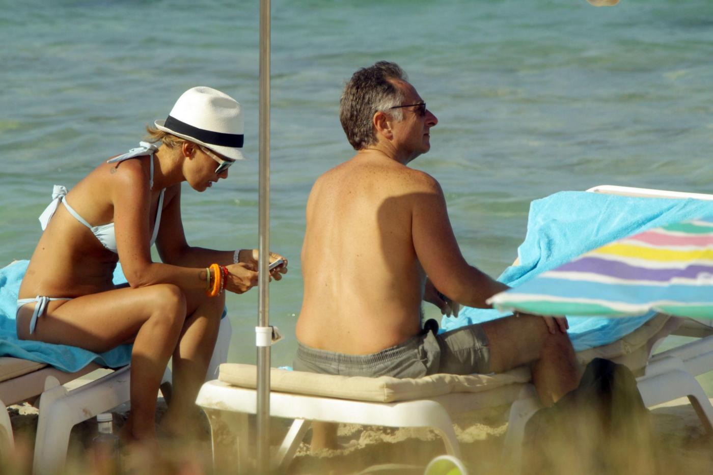 Paolo Bonolis a Formentera con la moglie Sonia ed il figlio07