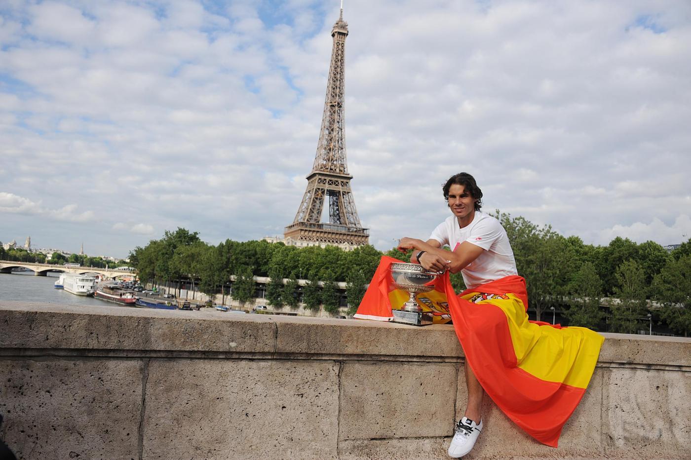 Rafael Nadal con il trofeo del Roland Garros 08