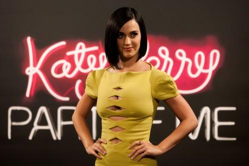Katy Perry Versus Versace 02