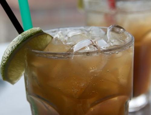 Long island iced tea il video della preparazione del for Cocktail long island