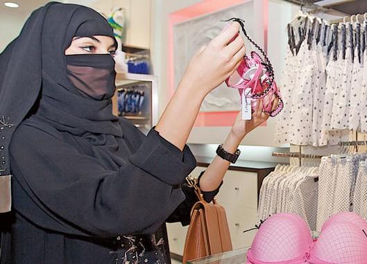 arabia saudita donne fanno uso di intimo sexy