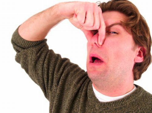 Eliminare i cattivi odori dal lavandino della cucina - Eliminare gli odori in casa ...