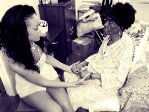 Rihanna su Twitter con l'amata nonna01
