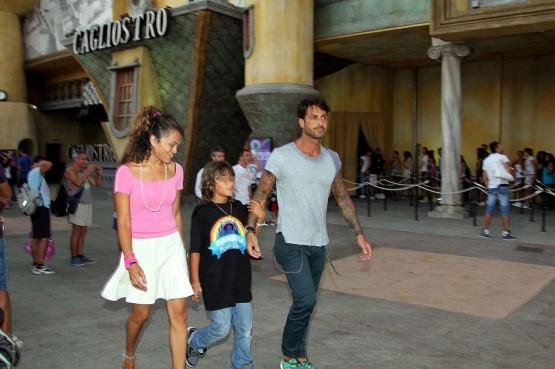ef6634e86872c Fabrizio Corona al parco divertimenti  Wonderland  con il figlio Carlos03
