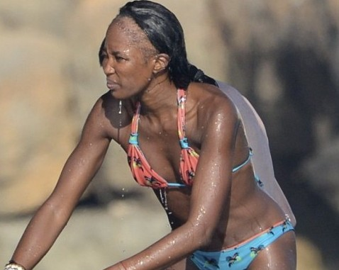Naomi Campbell, problemi alle extension 01