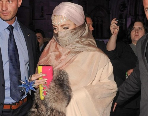 Lady Gaga in stile burka04
