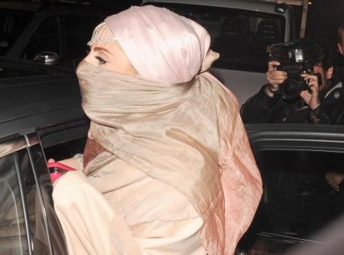 Lady Gaga in stile burka03
