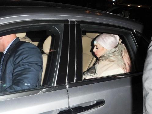 Lady Gaga in stile burka01