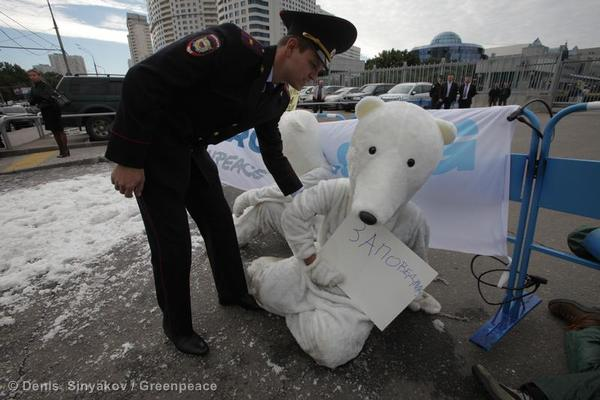 Action at Gazprom HQ in Moscow05