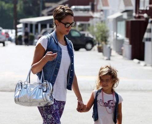 Shopping per Jessica Alba e la piccola Honor a Los Angeles03