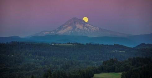 Il fenomeno della luna blu visto dall' Oregon