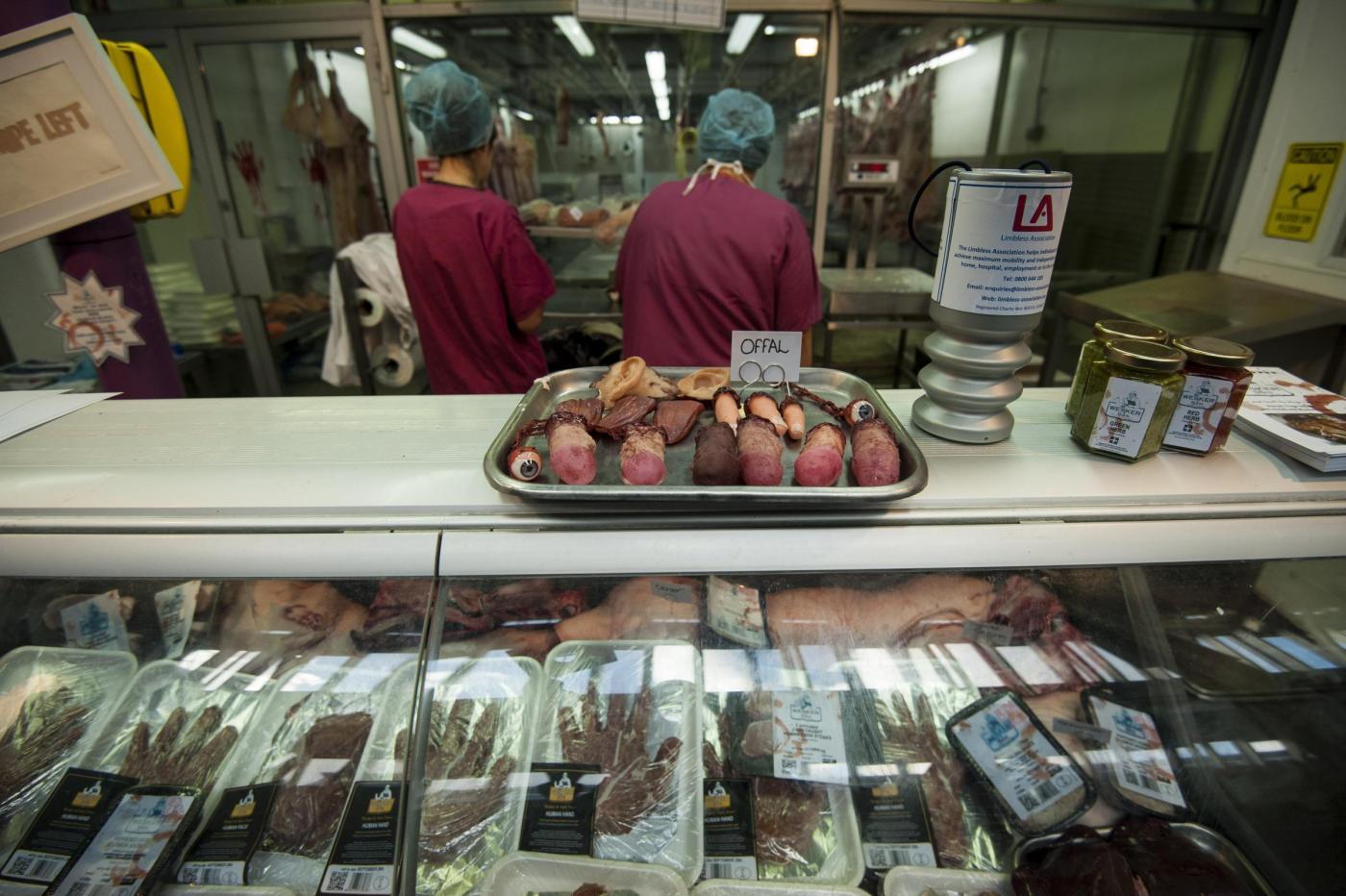 La macelleria 'Human butchery' apre a Londra11