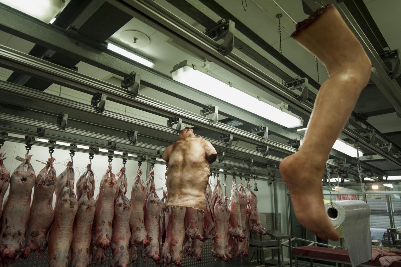 La macelleria 'Human butchery' apre a Londra07