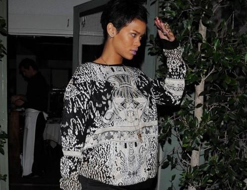 Rihanna esce da un ristorante a Los Angles01