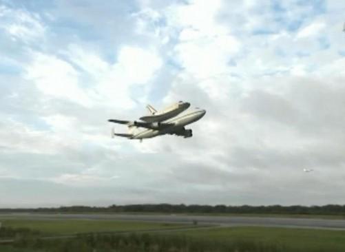 Ultimo viaggio dello shuttle Endeavour verso museo01