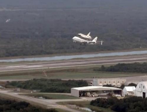 Ultimo viaggio dello shuttle Endeavour verso museo02