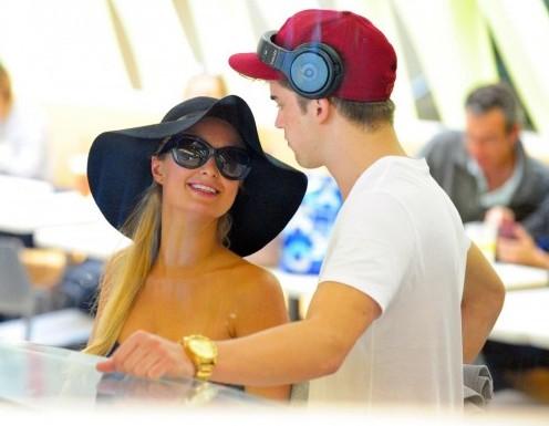 Los Angeles, Paris Hilton con il suo nuovo fidanzato River Viiperi01