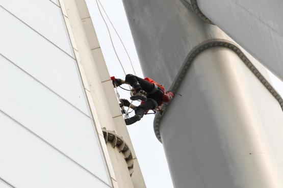 Spiderman Alain Robert scala torre a Zhengzhou4