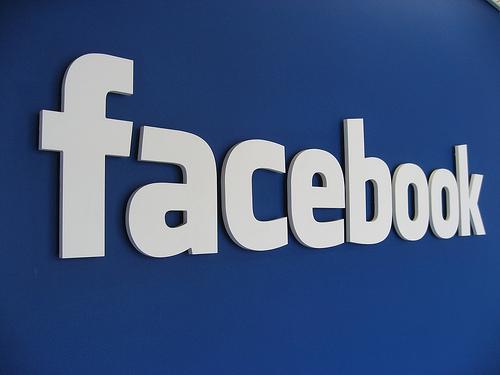 Facebook come Twitter, lancia gli hashtag cliccabili