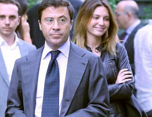 Italo Bocchino esce dagli studi Rai accompagnato da Vanessa Benelli Mosell06