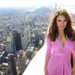 Cancro al seno, Liz Hurley accende l'Empire State Building