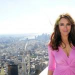 Elizabeth Hurley illumina l' Empire State Building per Estee Lauder05