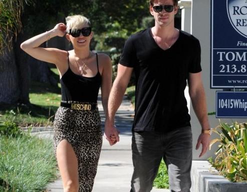 Passeggiata romantica per Miley Cyrus e Liam Hemsworth03