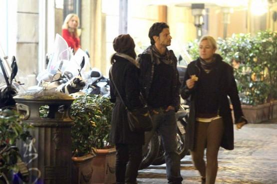 Andrea Sartoretti al cinema con la sua compagna01