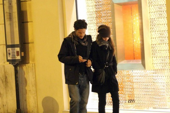 Andrea Sartoretti al cinema con la sua compagna03