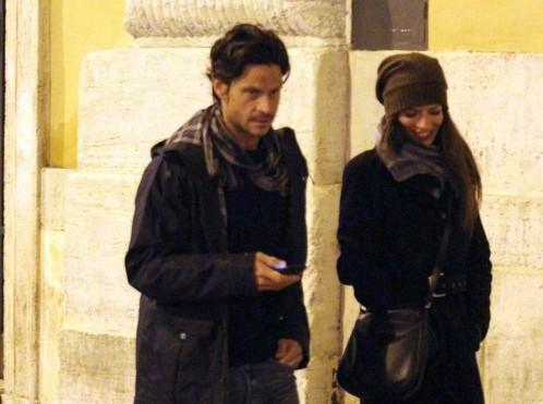 Andrea Sartoretti al cinema con la sua compagna04