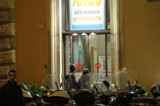 Andrea Sartoretti al cinema con la sua compagna07