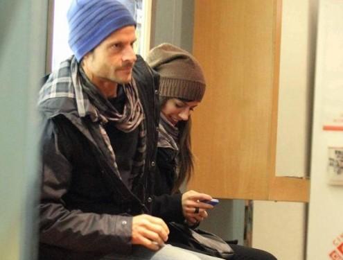 Andrea Sartoretti al cinema con la sua compagna08