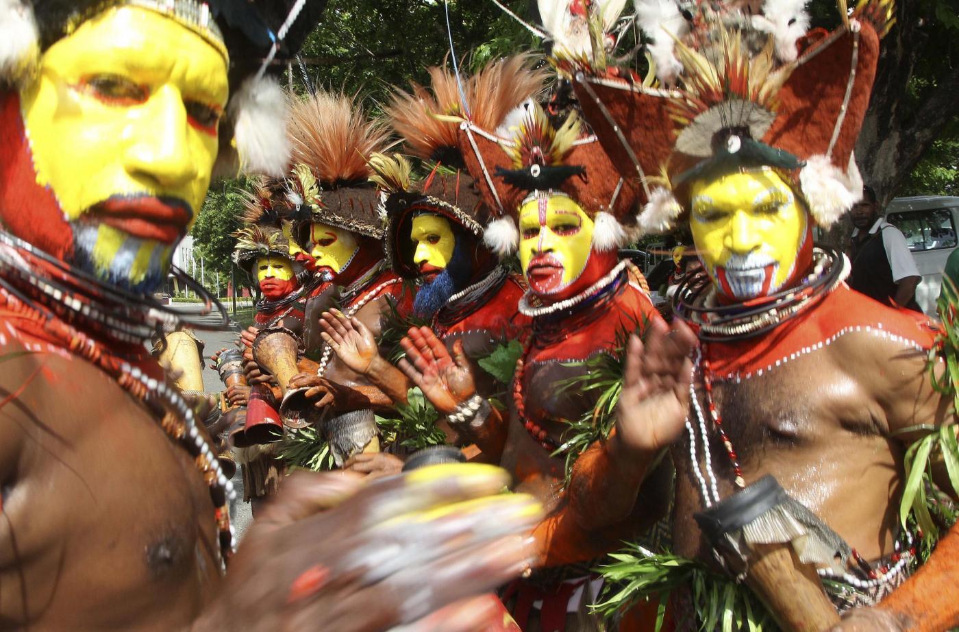 Il Principe Carlo e la consorte Camilla in Papua Nuova Guinea04