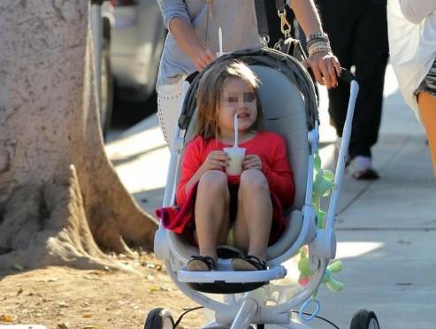 Alessanda Ambrosio con la figlia Anja e il figlio Noah a Brentwood01