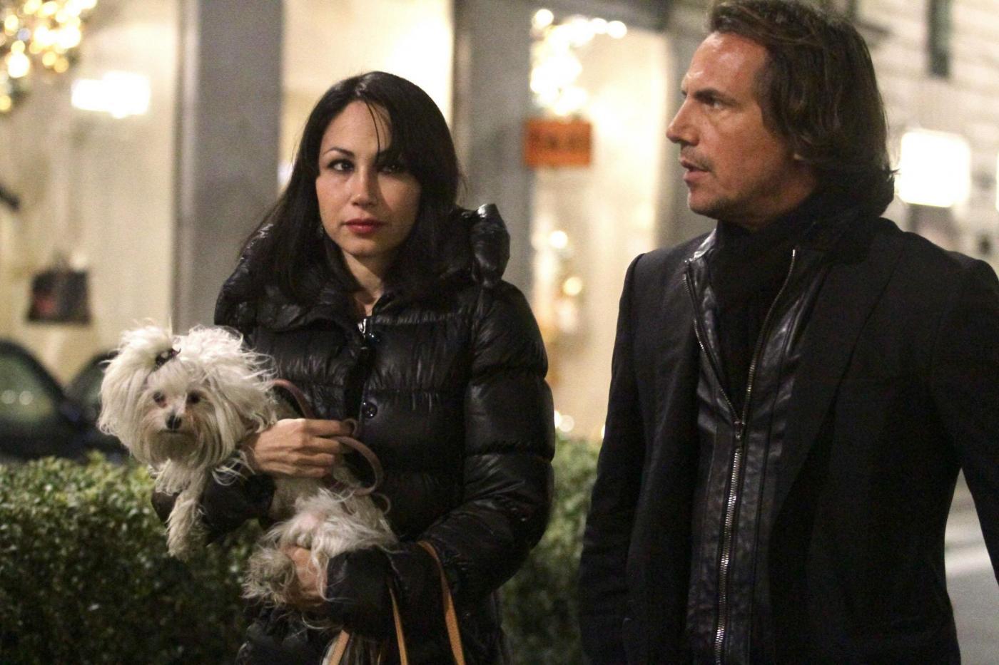 Antonio Zequila con ragazza e cagnolino a Milano05