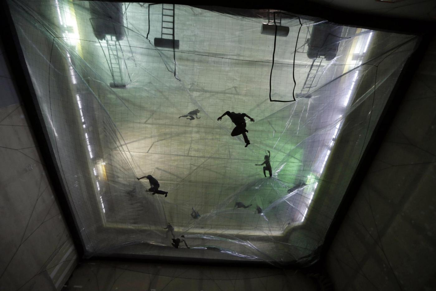 Milano, la bolla dell'artista argentino Tomás Saraceno02