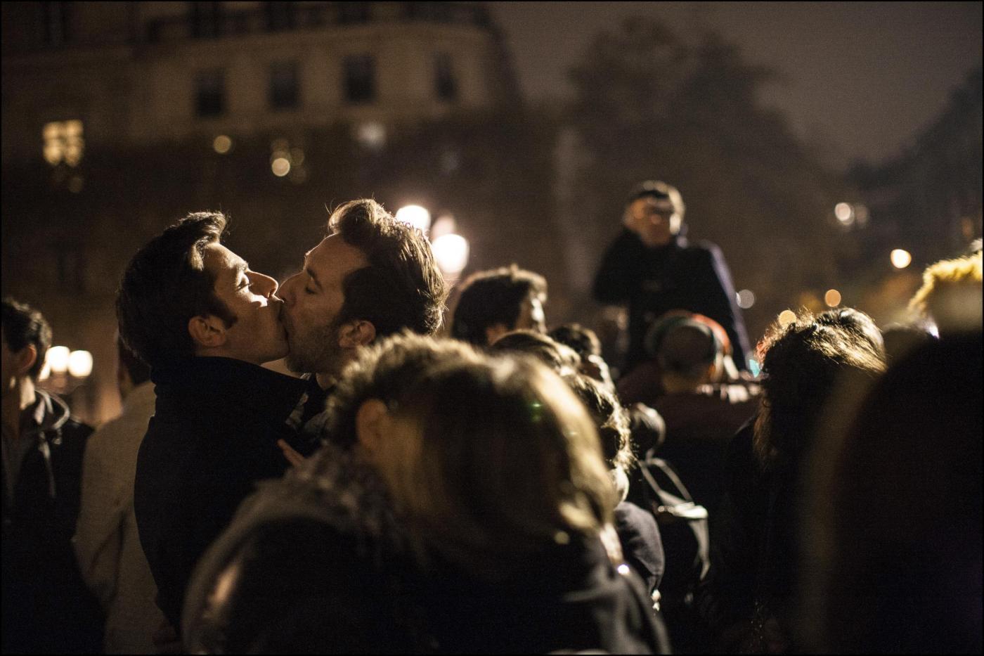 Coppie gay riunite davanti al municipio 04