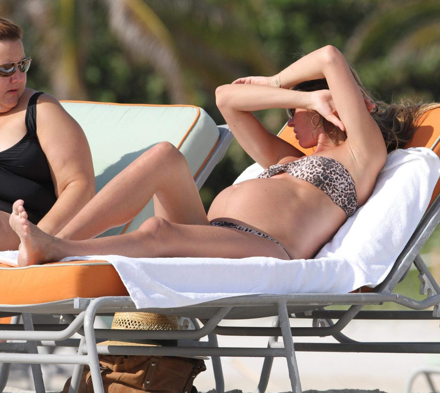 Gisele Bundchen incinta in relax a Miami04