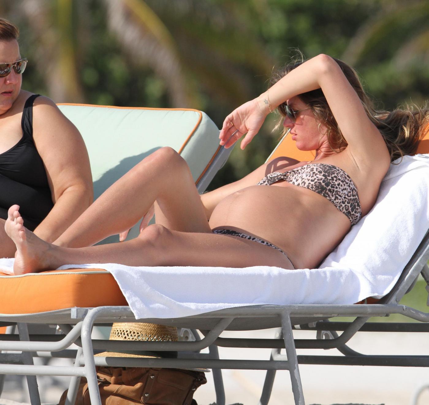 Gisele Bundchen incinta in relax a Miami01