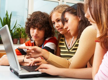 adolescenti dipendenti da Internet