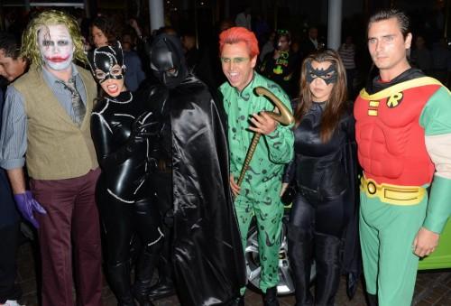 Kim Kardashian Cat Women per Halloween con Kanye West vestito da Batman