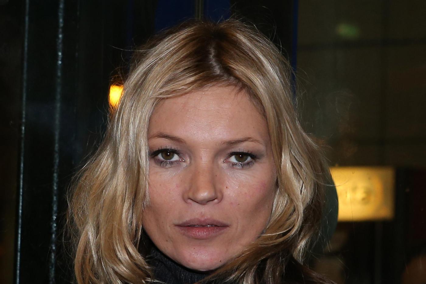 Kate Moss alla stazione di Parigi04