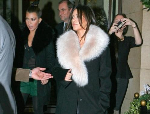 Kim e Kourtney Kardashian presentano la loro linea di moda a Londra06