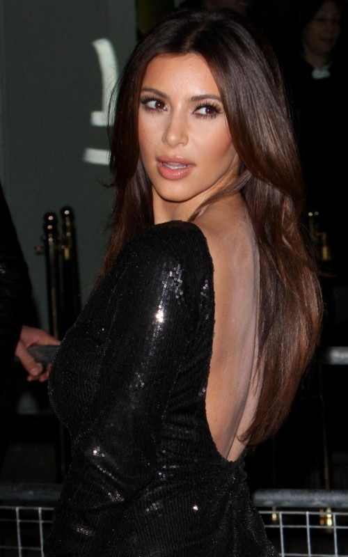 Kim e Kourtney Kardashian presentano la loro linea di moda a Londra04