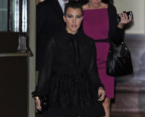 Kim e Kourtney Kardashian presentano la loro linea di moda a Londra01