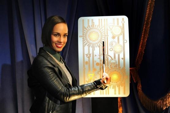Alicia Keys accrende le nuove luci dell'Empire state building01