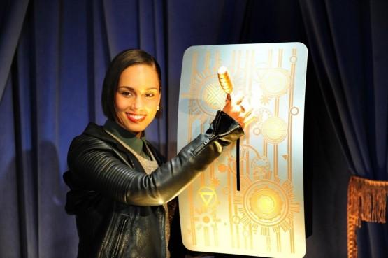 Alicia Keys accrende le nuove luci dell'Empire state building03