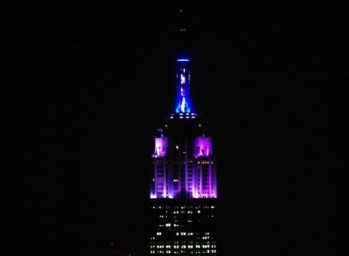Alicia Keys accrende le nuove luci dell'Empire state building04